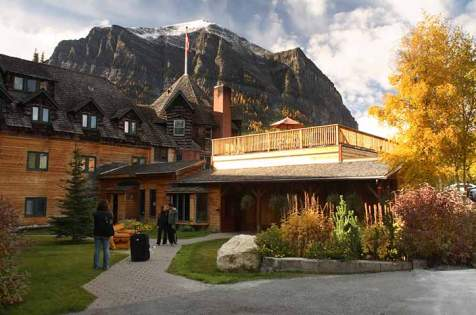 720x480-deer-lodge-lake-louise-outdoor-summer-1