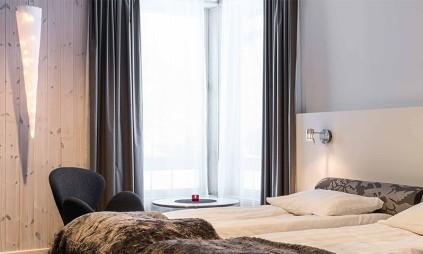 warm-room-kaamos-icehotel-800x480