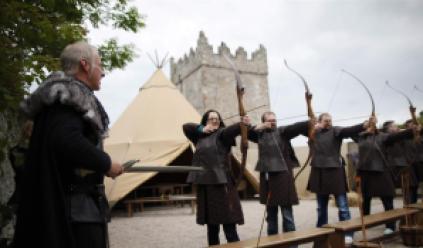 fire-live-arrows-in-winterfell-archery-range-movie-set-